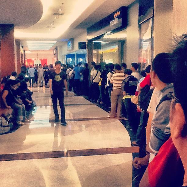 Antri ATM BCA Pondok Indah Mall